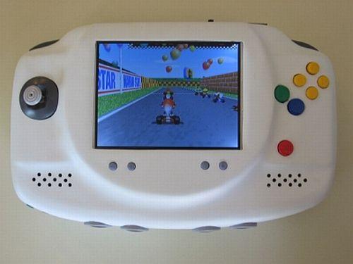 Nintendo 64 vira portátil na mão de fã