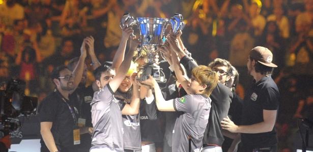 INTZ anuncia vagas para time profissional de League of Legends